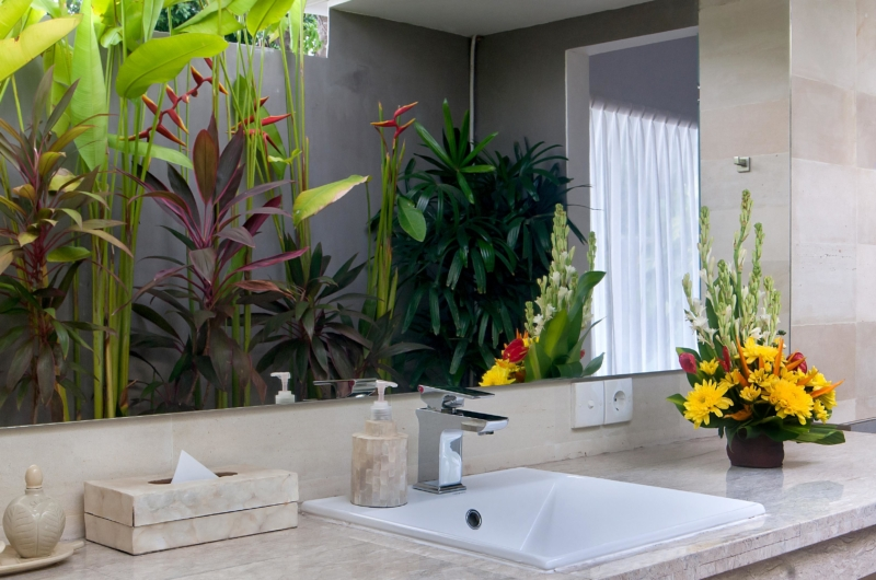 Bathroom with Flower Pot - Esha Seminyak - Seminyak, Bali