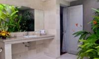 Semi Open Bathroom with Mirror - Esha Seminyak - Seminyak, Bali