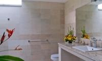 En-Suite Bathroom with Mirror - Esha Seminyak - Seminyak, Bali