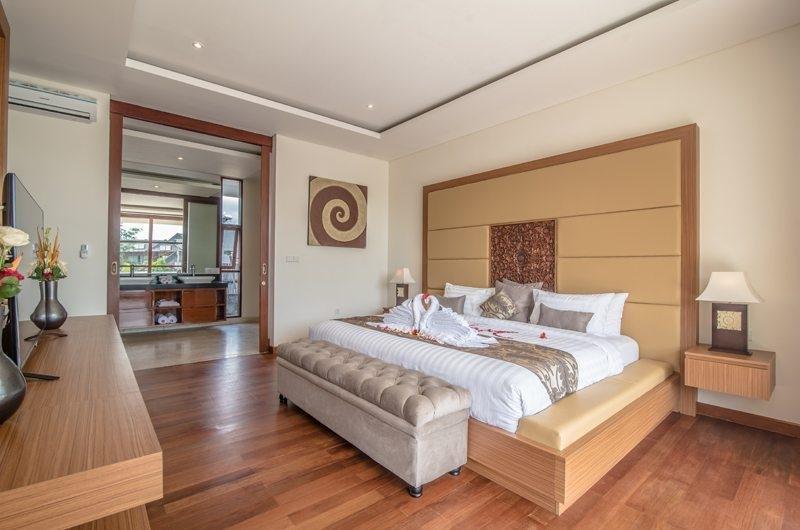 Bedroom and En-Suite Bathroom - Freedom Villa - Seminyak, Bali