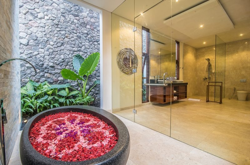 Bathtub with Rose Petals - Freedom Villa - Seminyak, Bali