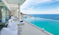 Sun Beds - Grand Cliff Ungasan - Uluwatu, Bali