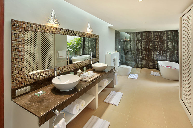 En-Suite Bathroom with Bathtub - Hidden Hills Villas Villa Grande - Uluwatu, Bali