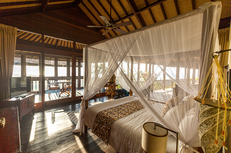 Bedroom and Balcony with Wooden Floor - Hidden Hills Villas Villa Raja - Uluwatu, Bali