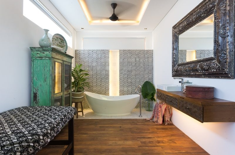 En-Suite Bathroom with Bathtub - Hidden Villa Bali Hidden Villa - Canggu, Bali