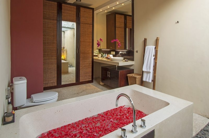 Bathroom with Bathtub - Imani Villas Ariana - Umalas, Bali