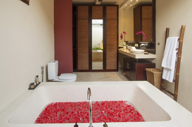 Romantic Bathtub Set Up - Imani Villas Ariana - Umalas, Bali