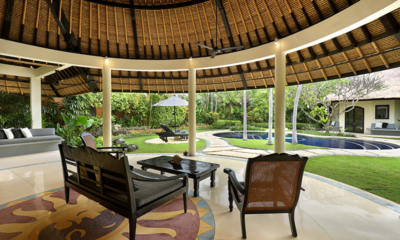Outdoor Seating Area with Pool View - Impiana Seminyak - Seminyak, Bali