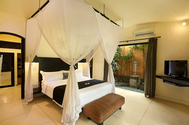 Four Poster Bed with TV - Impiana Seminyak - Seminyak, Bali