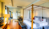 Bedroom with Wooden Floor - Javana Royal Villas - Seminyak, Bali