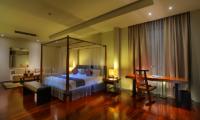 Four Poster Bed with Sofa - Javana Royal Villas - Seminyak, Bali