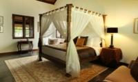 Bedroom with Table Lamps - Jeeva Saba Estate - Gianyar, Bali