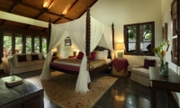 Bedroom with Four Poster Bed and Sofa - Jeeva Saba Estate - Gianyar, Bali