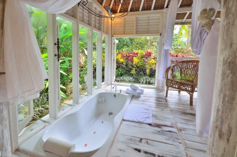 Bathtub with Garden View - Jendela Di Bali - Gianyar, Bali