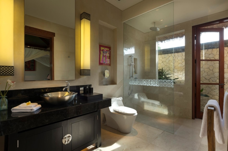 Bathroom with Shower - Kaba Kaba Estate - Tabanan, Bali