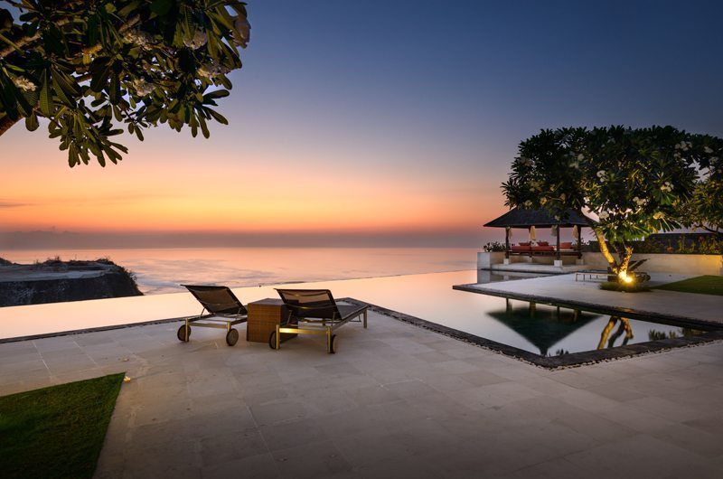 Sun Loungers - Karang Kembar 3 - Uluwatu, Bali
