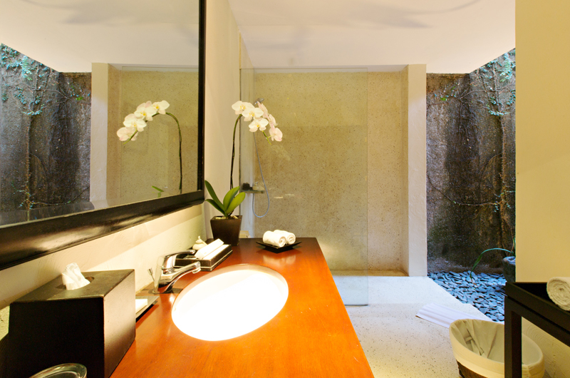 Bathroom with Mirror - Kayumanis Sanur - Sanur, Bali