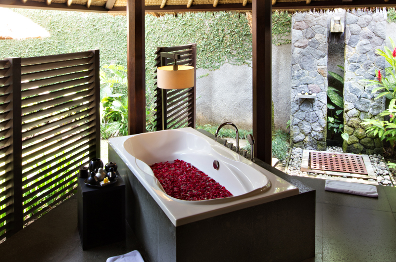 Semi Open Bathroom with Bathtub - Kayumanis Ubud - Ubud, Bali