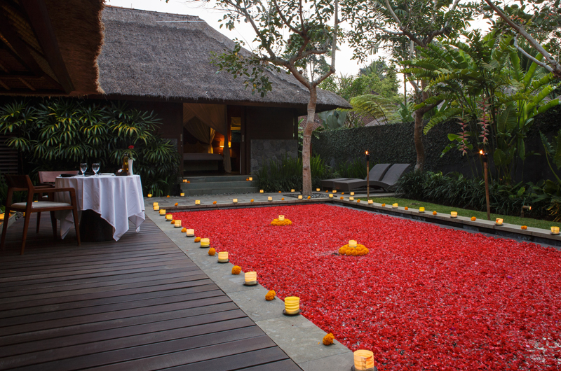 Swimming Pool with Rose Petals - Kayumanis Ubud - Ubud, Bali