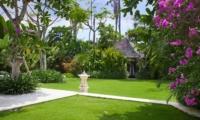 Lawns - Kemala Villa - Canggu, Bali