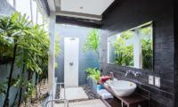 Semi Open Bathroom - Kembali Villas - Seminyak, Bali