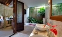 Bedroom and En-Suite Bathroom - Lakshmi Villas - Seminyak, Bali