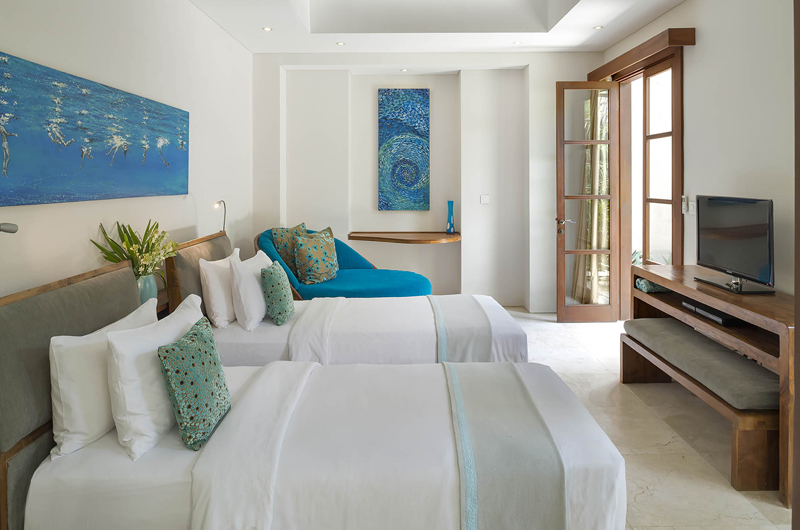 Twin Bedroom with TV - Lataliana Villa One - Seminyak, Bali