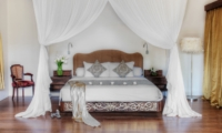 Bedroom with Mosquito Net - Lataliana Villas - Seminyak, Bali