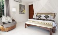 Bedroom with Lamp - Lataliana Villas - Seminyak, Bali