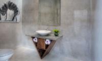 Bathroom with Mirror - Lataliana Villas - Seminyak, Bali