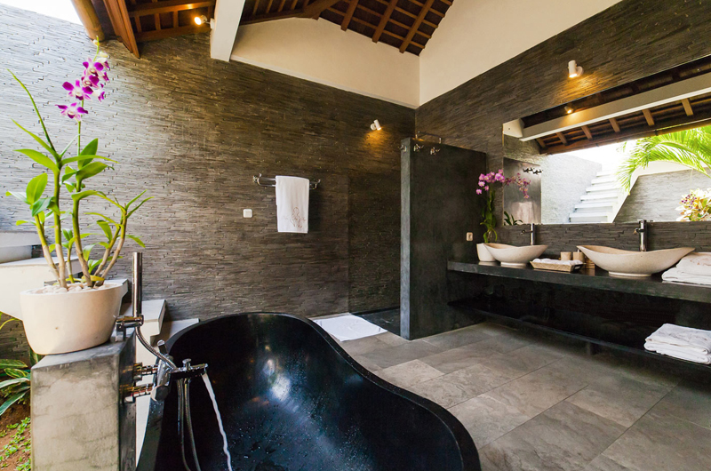 En-Suite Bathroom with Bathtub - La Villa Des Sens Bali - Kerobokan, Bali