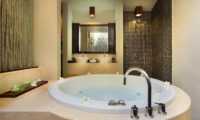 En-Suite Bathroom with Bathtub - Le Jardin Villas - Seminyak, Bali