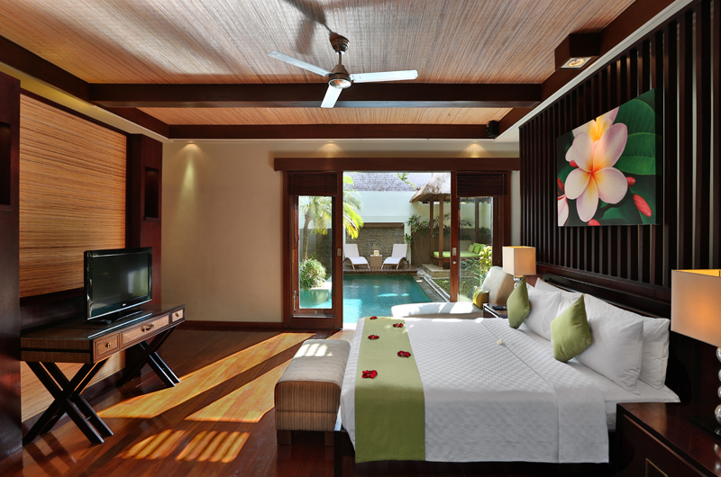Bedroom with TV - Le Jardin Villas - Seminyak, Bali