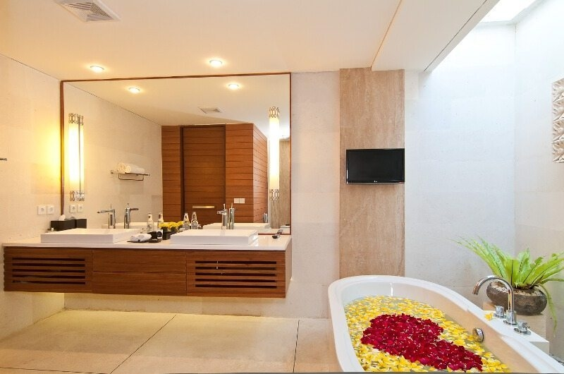 Romantic Bathtub Set Up - Maca Villas - Seminyak, Bali