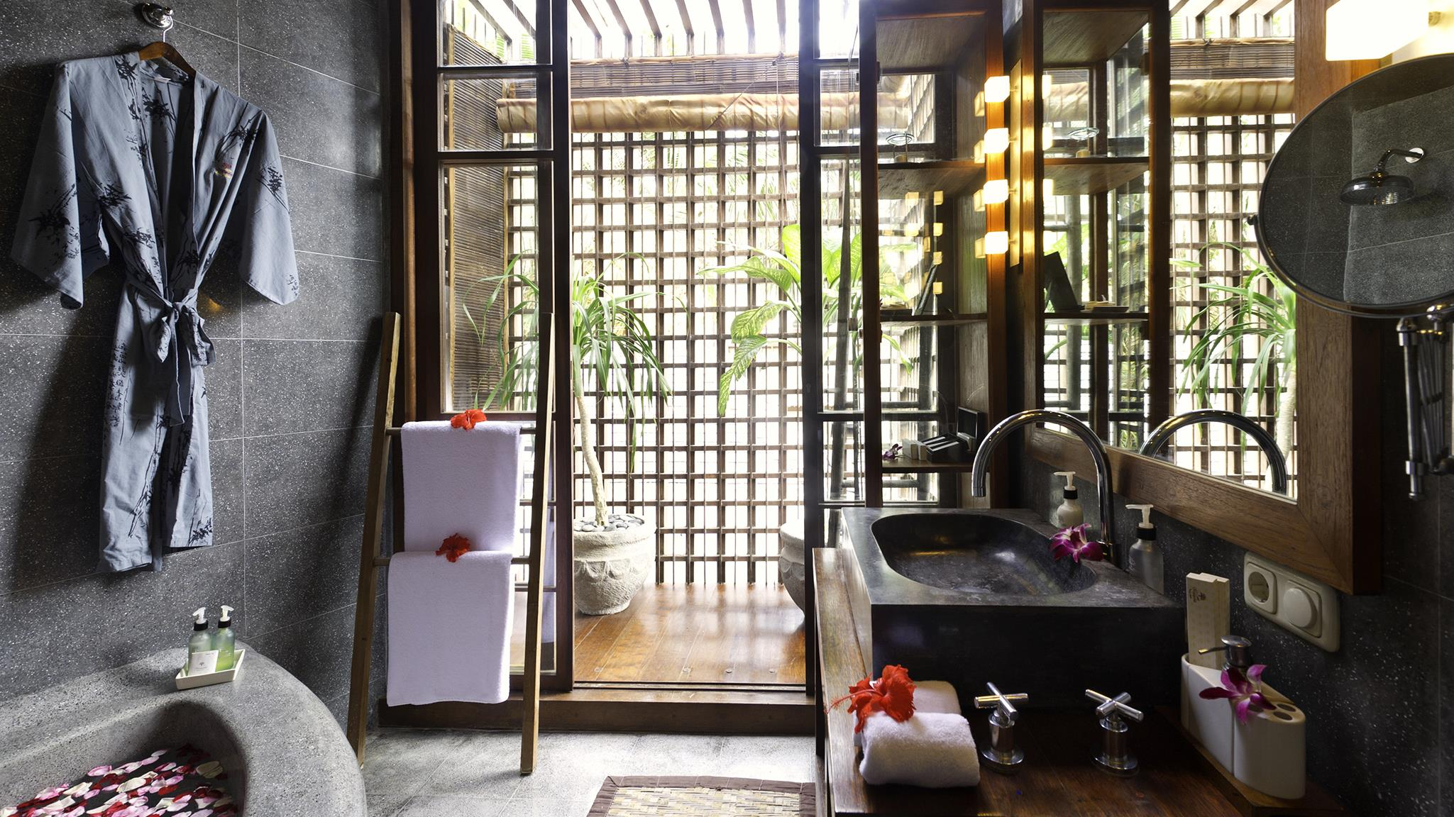 En-Suite Bathroom - Majapahit Beach Villas - Sanur, Bali