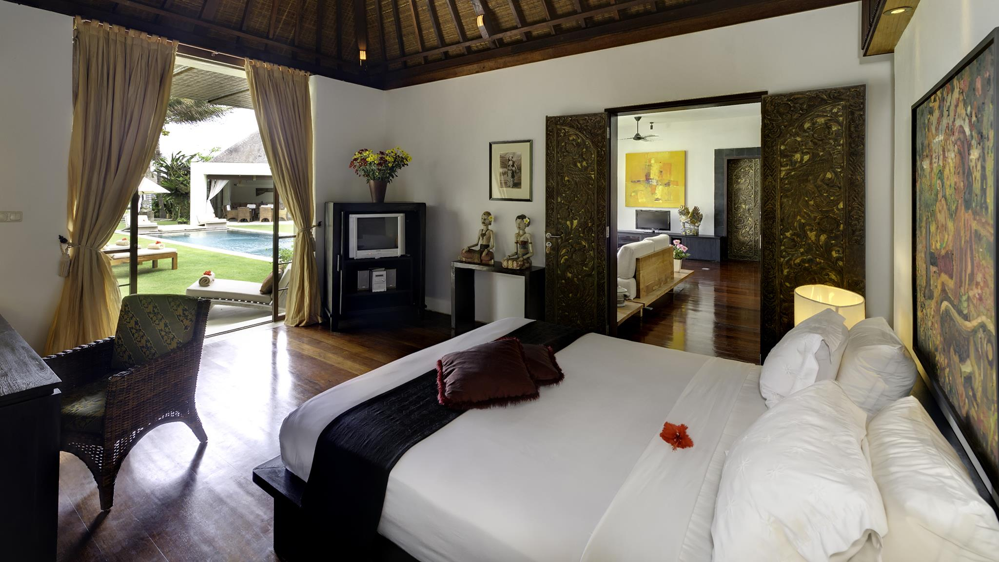 Bedroom with Study Table and TV - Majapahit Beach Villas - Sanur, Bali