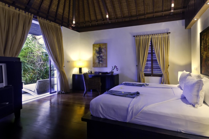 Bedroom with TV - Majapahit Beach Villas - Sanur, Bali