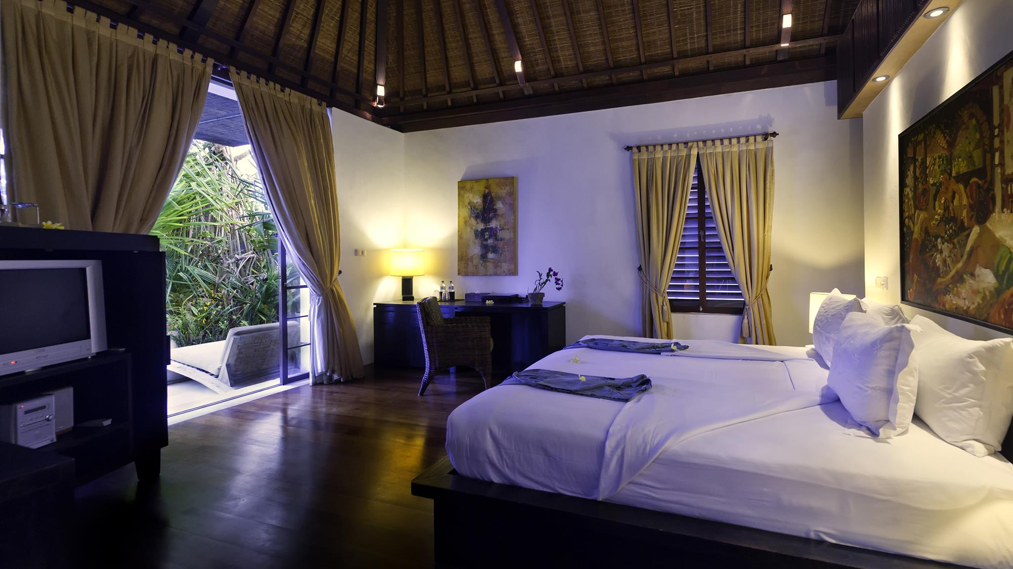 Bedroom with Wooden Floor and TV - Majapahit Beach Villas - Sanur, Bali