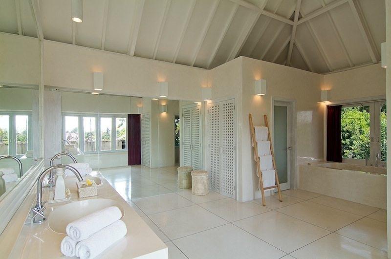 En-Suite Bathroom - Matahari Villa - Seseh, Bali