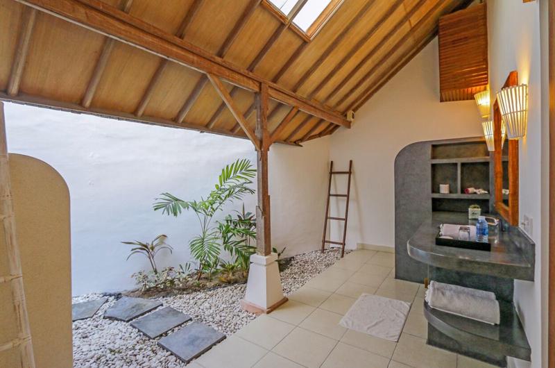 Semi Open Bathroom - Miu Villa - Seminyak, Bali