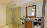 Bathroom with Shower - Miu Villa - Seminyak, Bali