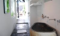 Bathtub - Morabito Art Villa - Canggu, Bali