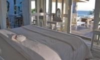Bedroom and Balcony - Morabito Art Villa - Canggu, Bali