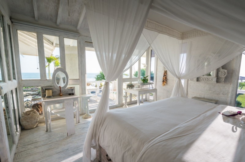Bedroom with Side Table - Morabito Art Villa - Canggu, Bali