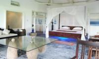 Bedroom with Sofa - Morabito Art Villa - Canggu, Bali