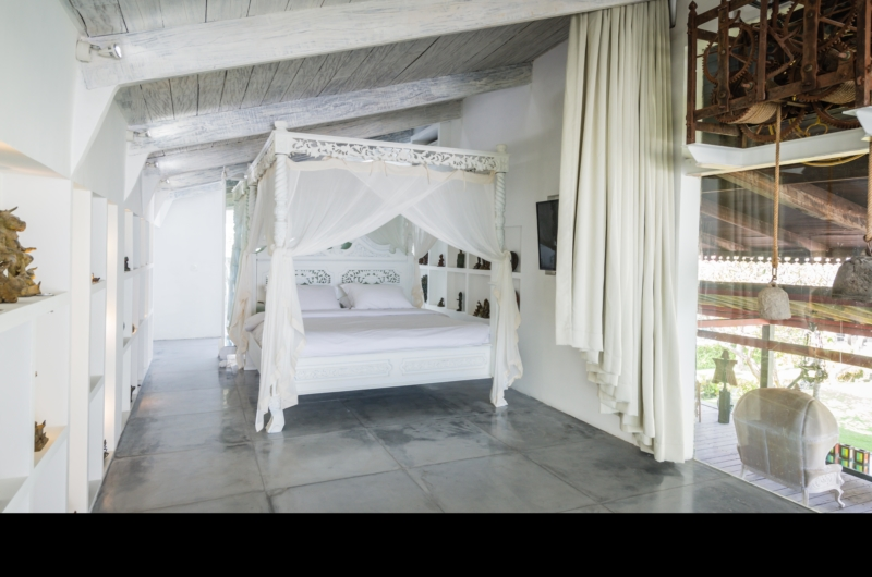 Bedroom with Four Poster Bed - Morabito Art Villa - Canggu, Bali