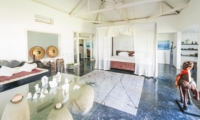 Spacious Bedroom with Mosquito Net - Morabito Art Villa - Canggu, Bali