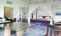 Spacious Bedroom with Seating Area - Morabito Art Villa - Canggu, Bali