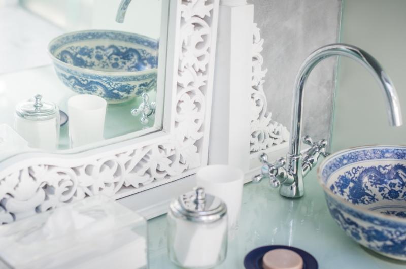 Bathroom with Mirror - Morabito Art Villa - Canggu, Bali