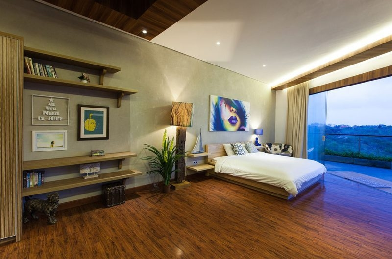 Spacious Bedroom and Balcony - Nazeki Villa - Uluwatu, Bali